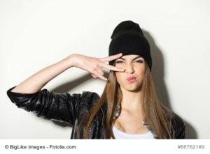 Hipster Girl mit Beanie Mütze